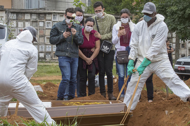Brasil registra 1.437 mortes por coronavírus em 24 h