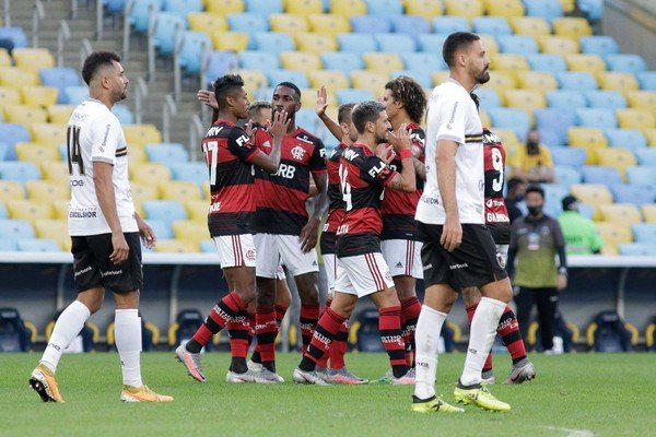 Flamengo em ação contra o Volta Redonda