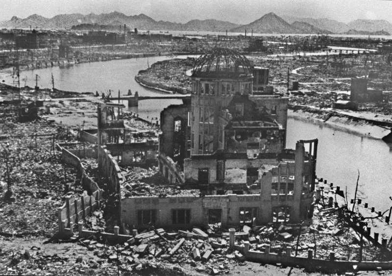 Centro de Convenções de Hiroshima, após a primeira bomba atômica