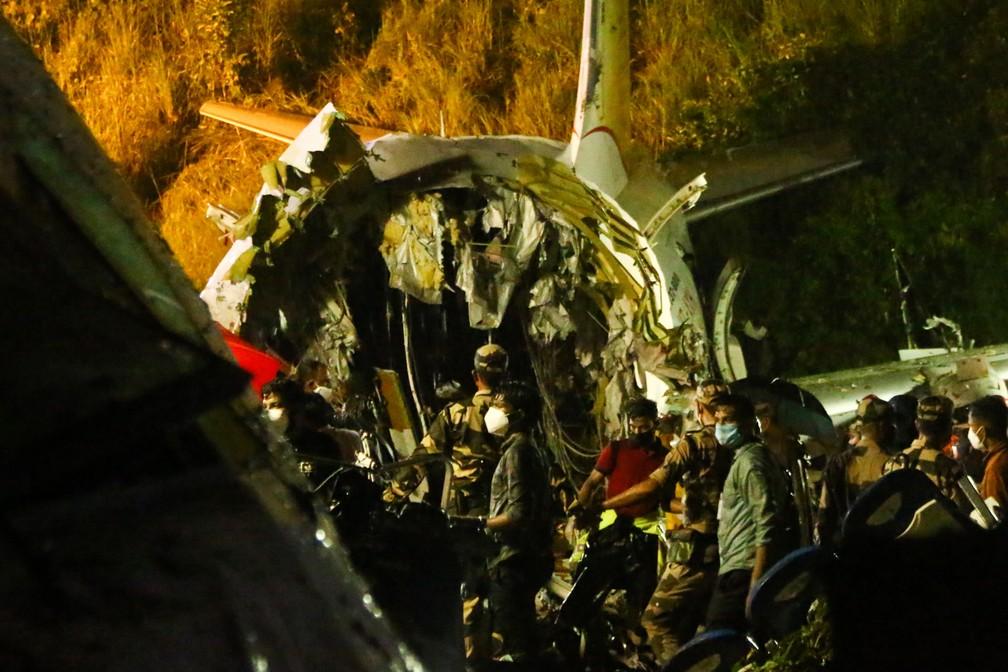 Índia: avião é partido ao meio e 17 morrem  Foto: Favas Jalla/AFP Índia: avião é partido ao meio e 17 morrem  Foto: Favas Jalla/AFP