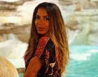Na Itália para shows, Anitta posa em frente à Fontana di Trevi