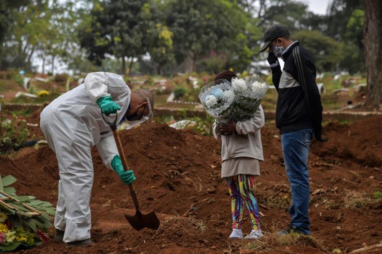 Covid-19: Brasil tem 1.215 mortes e mais de 42 mil novos casos em 24h - Imagem 1