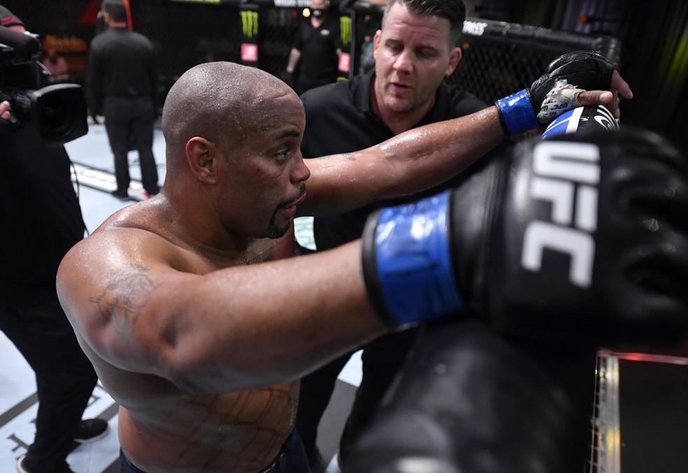 Daniel Cormier em luta pelo UFC- Foto: Jeff Bottari/Getty Images
