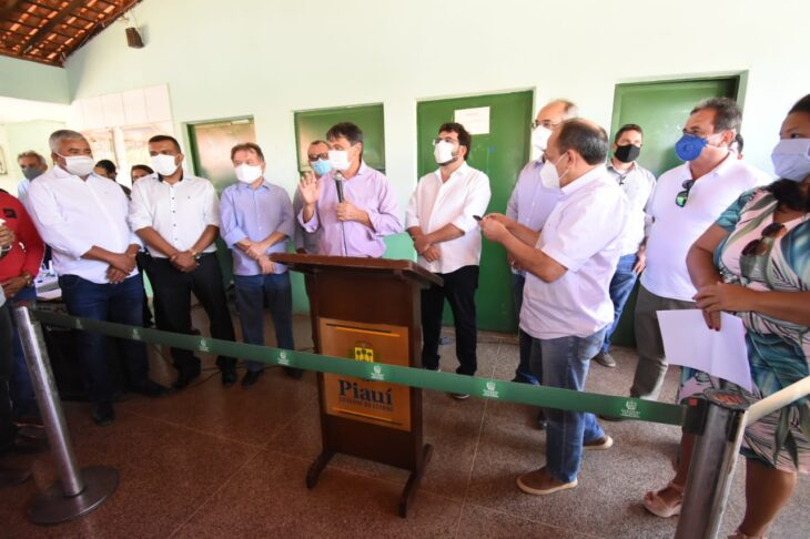Em Guaribas, Wellington Dias autoriza reforma de escola