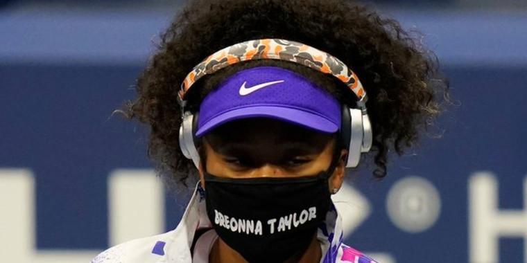 Naomi Osaka  faz protesto antirracista com o uso de  máscaras
