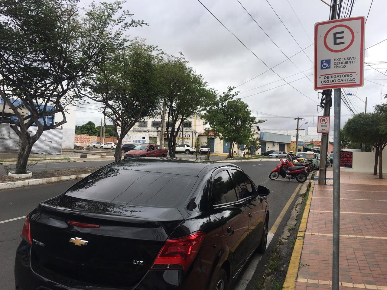 Emissões e renovações de cartões de estacionamento seguem suspensas (Divulgação/ Strans)