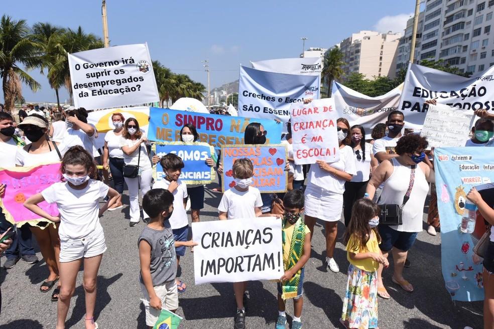 Manifestaçao em Copacabana reuniu donos de escolas e creches - Foto: Estadao Conteúdo
