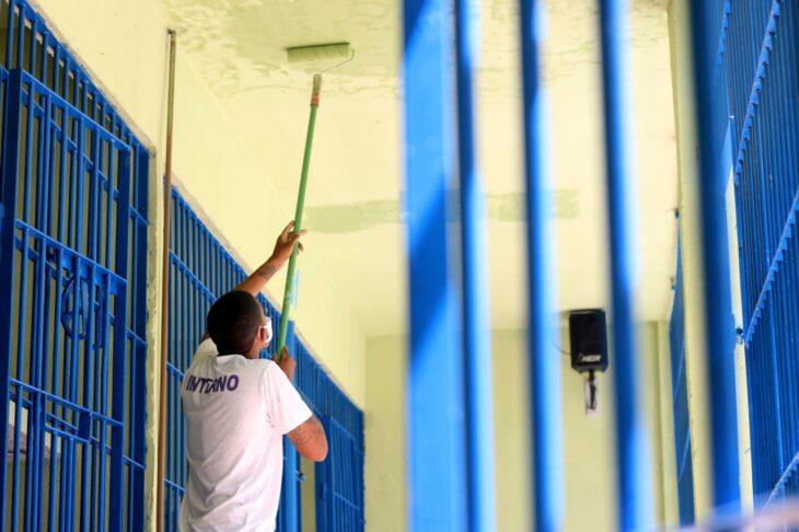 Reeducandos reformam primeiro pavilhão da Penitenciária Irmão Guido