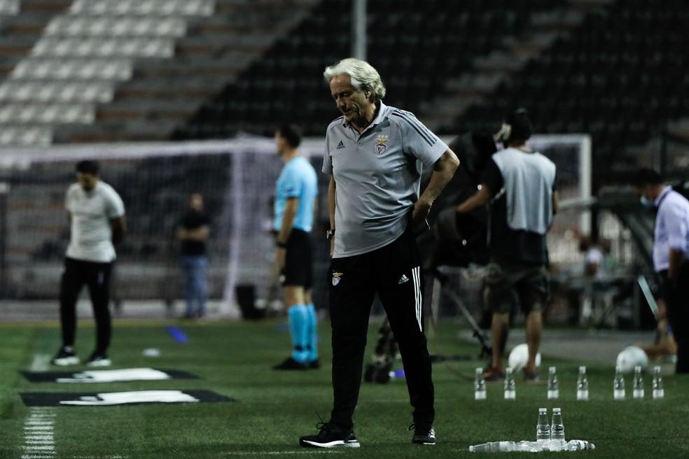 Jorge Jesus, na derrota do Benfica para o PAOK e eliminação da Liga dos Campeões — Foto: Kostantinos Tsakalidis/AFP