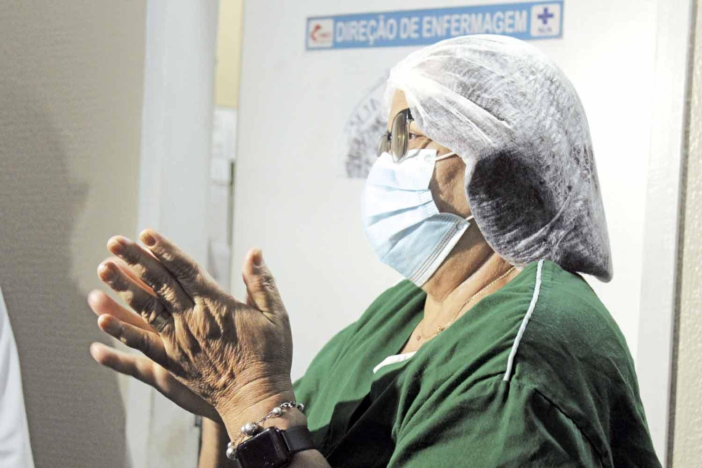 Profissionais recebem material com alegria - Foto: Raíssa Morais