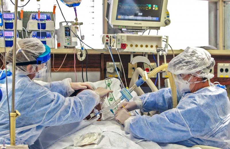 Brasil registra 987 mortes e 36.820 novos casos de Covid-19 em 24h - Imagem 1