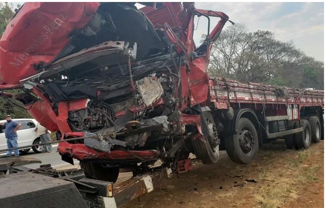 Batida entre caminhão e van deixa 12 mortos e 1 ferido na BR-365 - Imagem 2