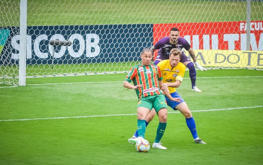 Caio Dantas marcou dois gols na vitória do Sampaio Corrêa diante do Avaí, pela décima rodada da Série B. Créditos: R.Pierre/AGIF