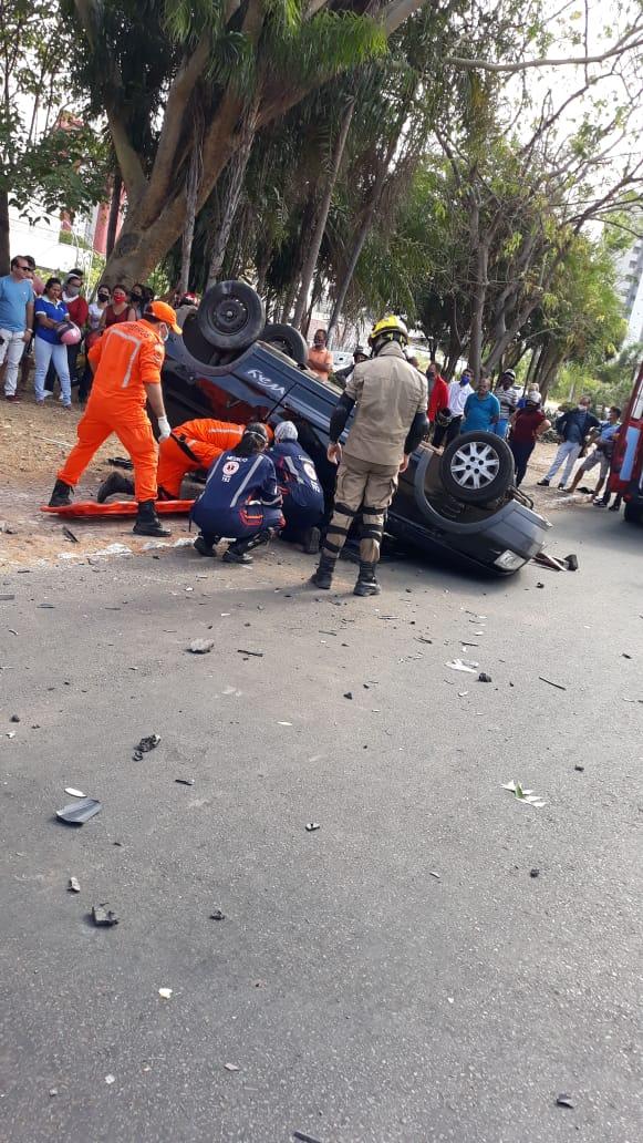 Colisão entre dois veículos deixou feridos na zona Leste / Crédito: Reprodução