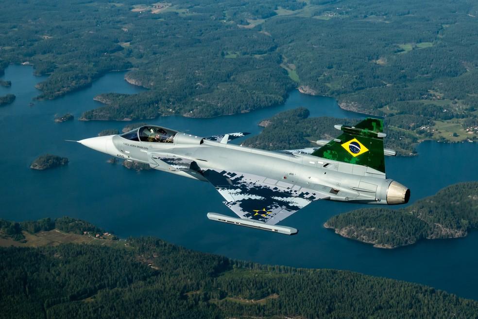 Primeiro Gripen brasileiro faz voo de teste na Suécia em 26 de agosto de 2019. Ele foi conduzido pelo piloto Richard Ljungberg por 65 minutos — Foto: Divulgação/Saab