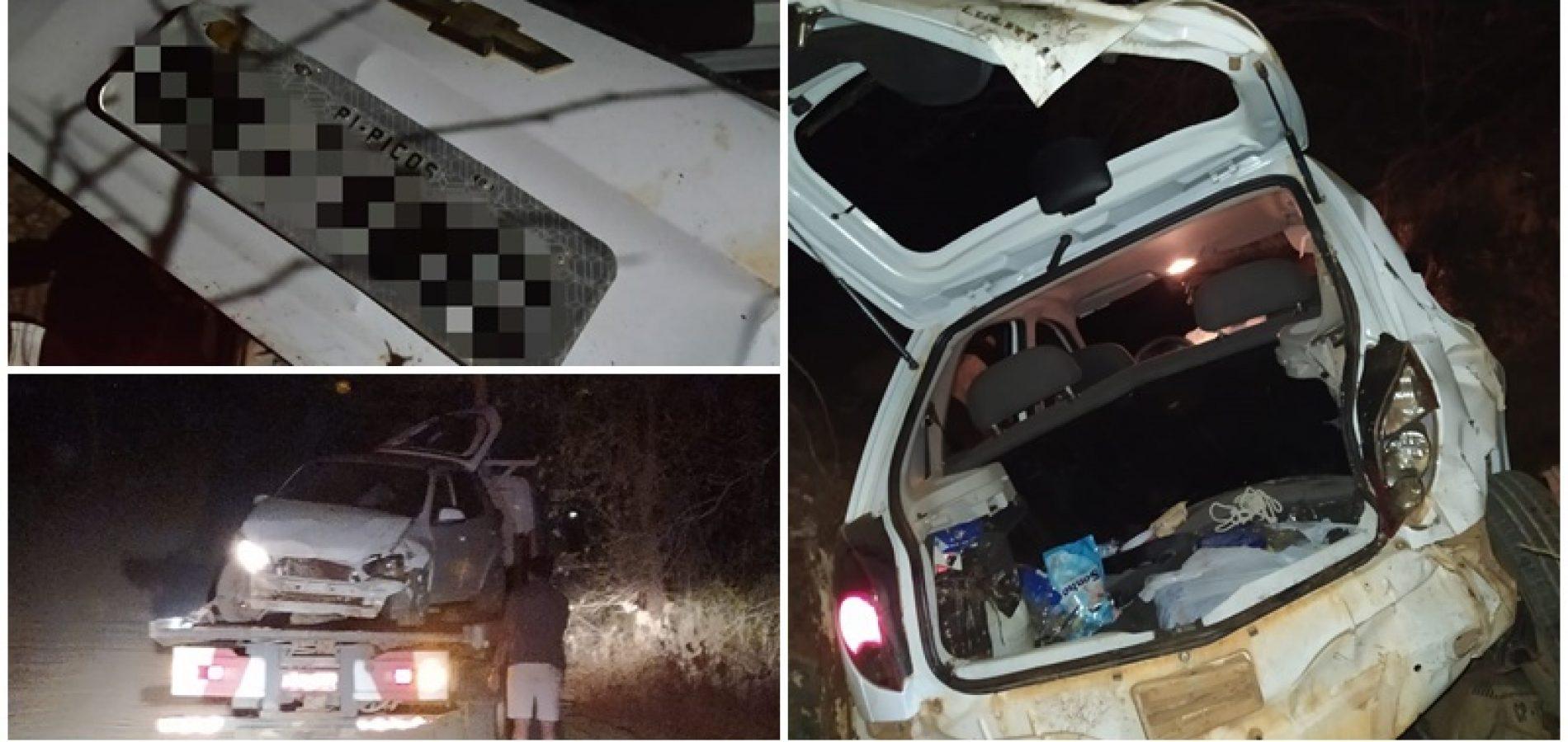 Criminosos capotam veículo roubado após serem perseguidos pela polícia - Imagem 1