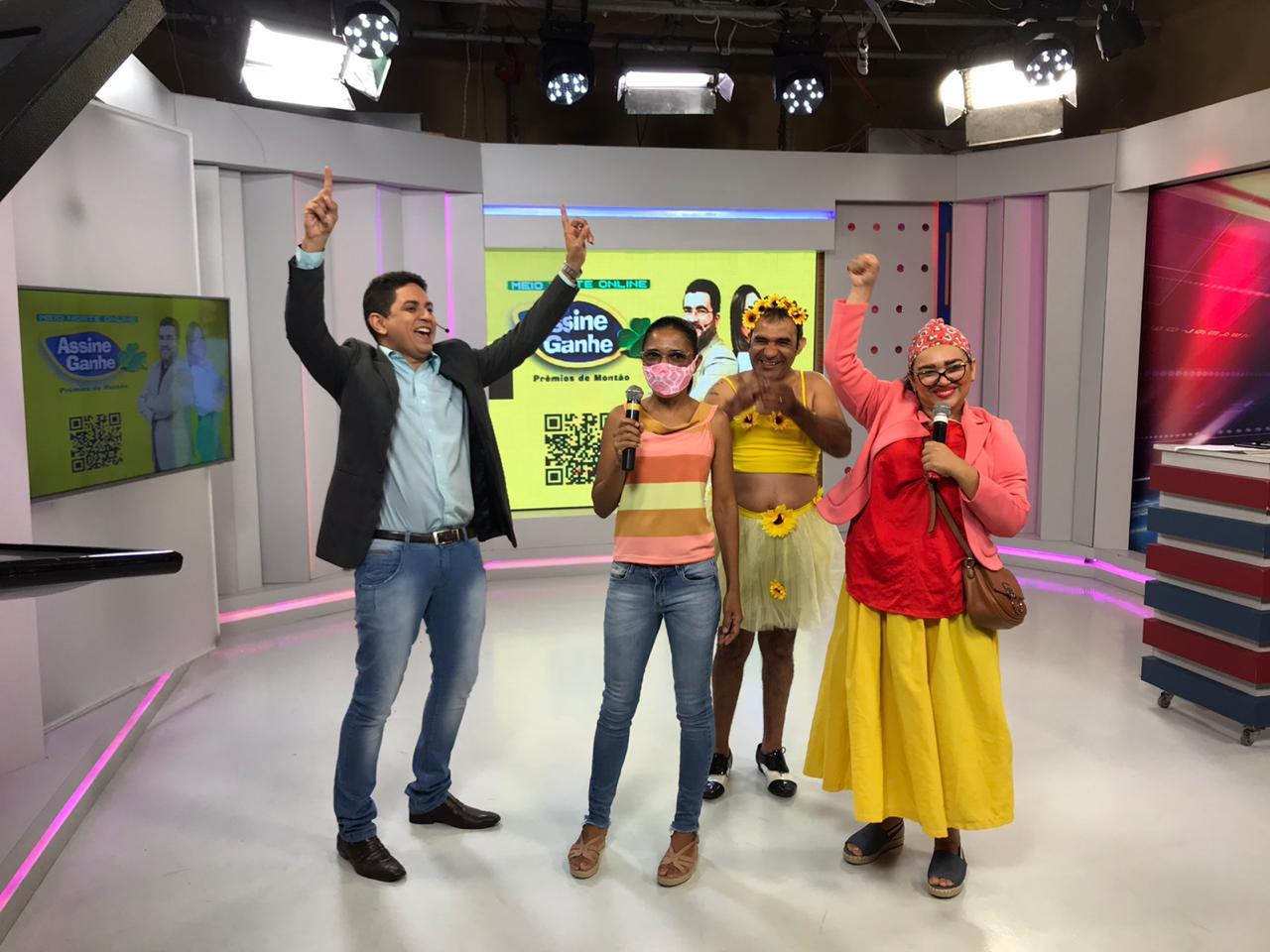 A vencedora recebeu o premio na sede do Grupo Meio Norte de Comunicaçao