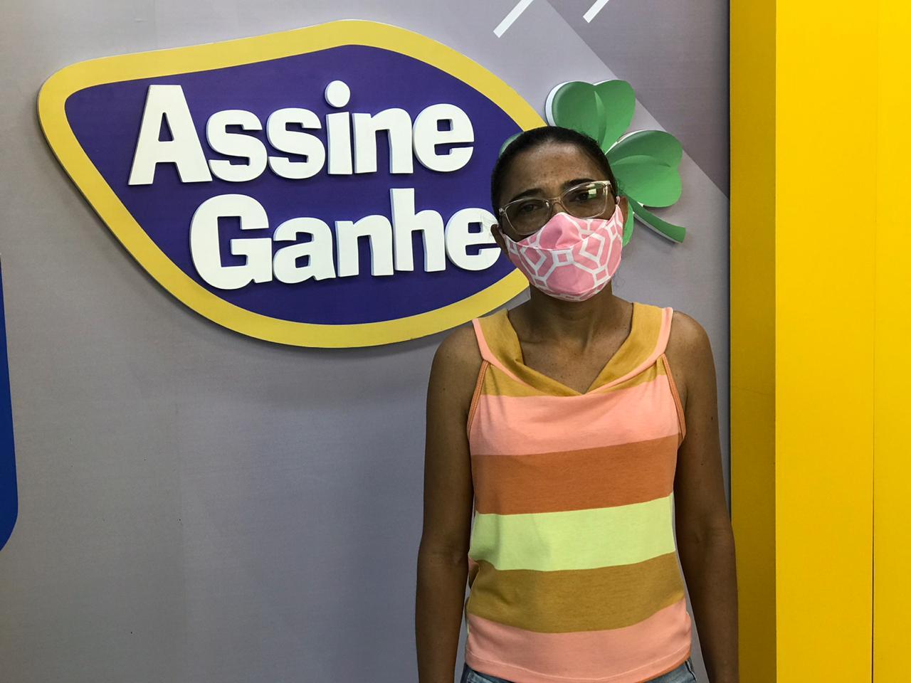 A vendedora Francisca foi a primeira vencedora do Assine Ganhe - Foto: Portal MN