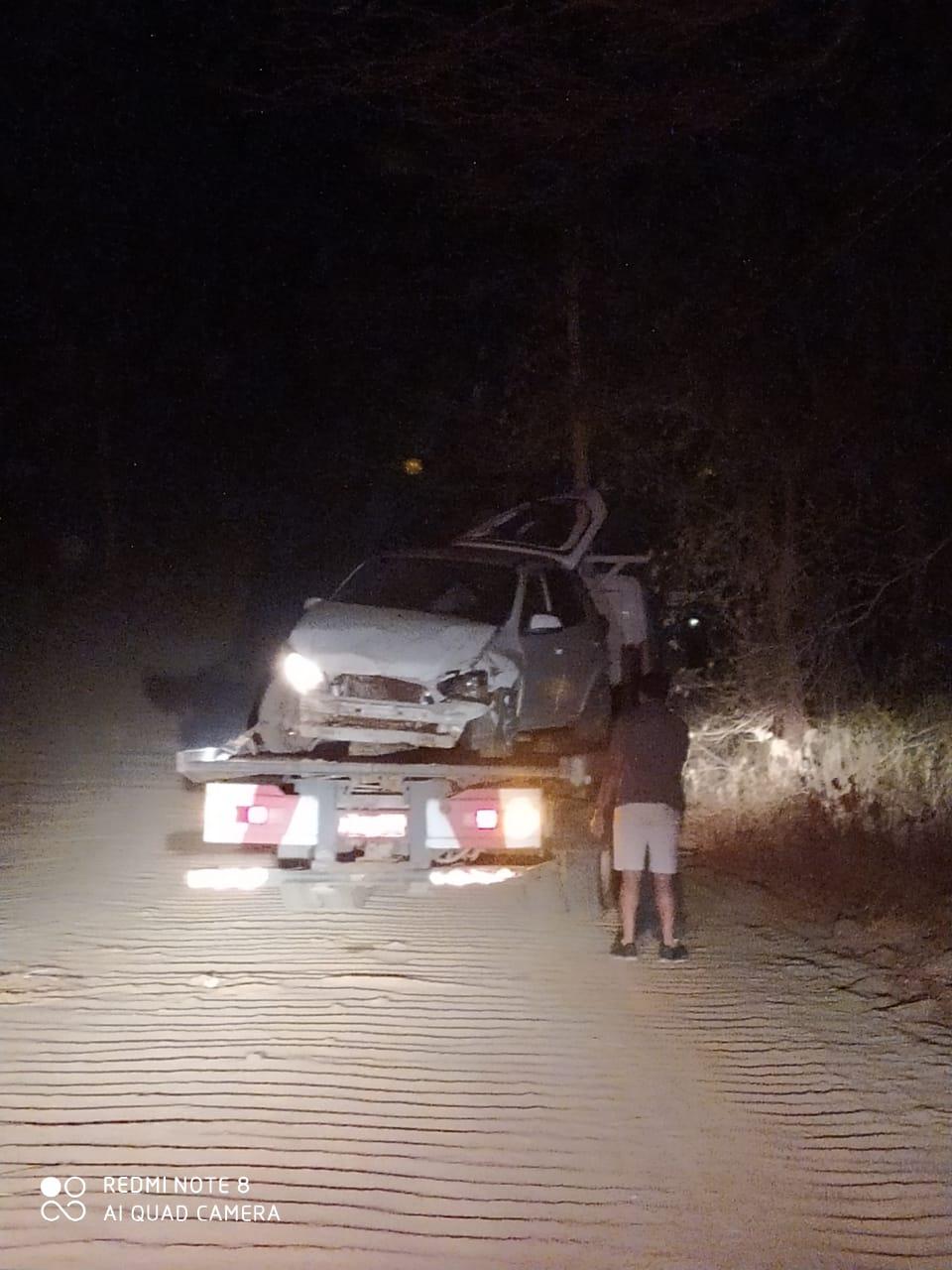 Criminosos capotam veículo roubado após serem perseguidos pela polícia - Imagem 3