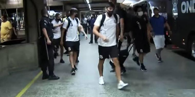 Corinthians sofre ameaças e desembarcar pela pista em aeroportos