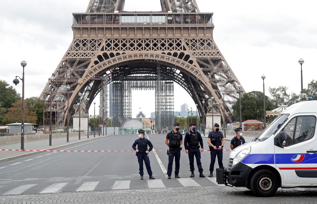 Polícia francesa cerca a Torre Eiffel / Crédito: Charles Platiaul / Reuters