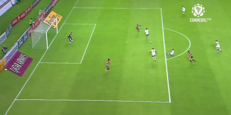 Cicinho critica São Paulo após derrota