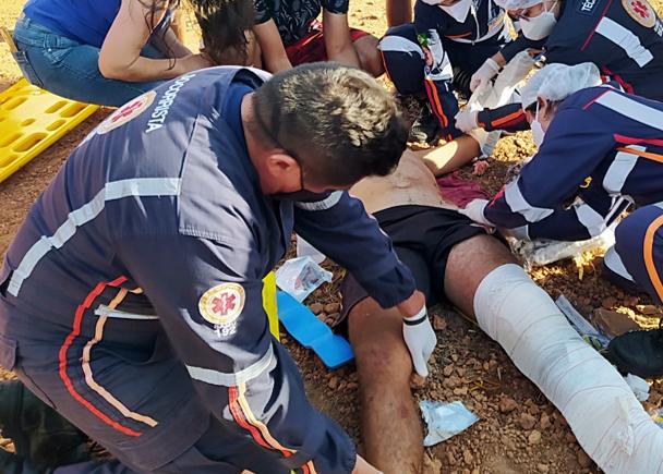 Colisão com carro deixa motociclista gravemente ferido no Piauí (Foto: Blog do Coveiro)Colisão com carro deixa motociclista gravemente ferido no Piauí (Foto: Blog do Coveiro)