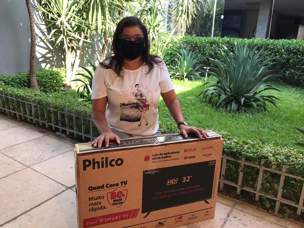 Vendedora levou uma Smart TV para casa