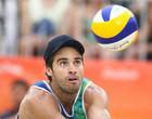 Duplas masculinas se enfrentam no Circuito de vôlei de praia