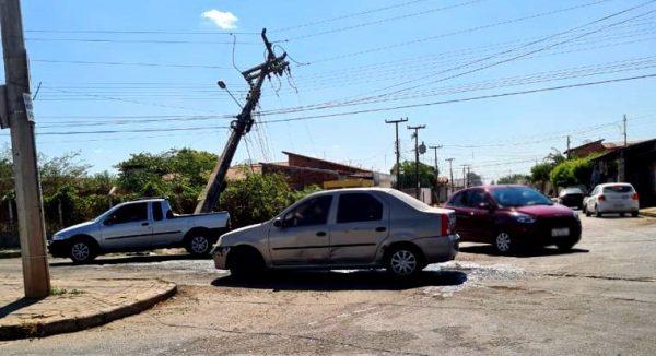 Acidentes automobilísticos envolvendo poste