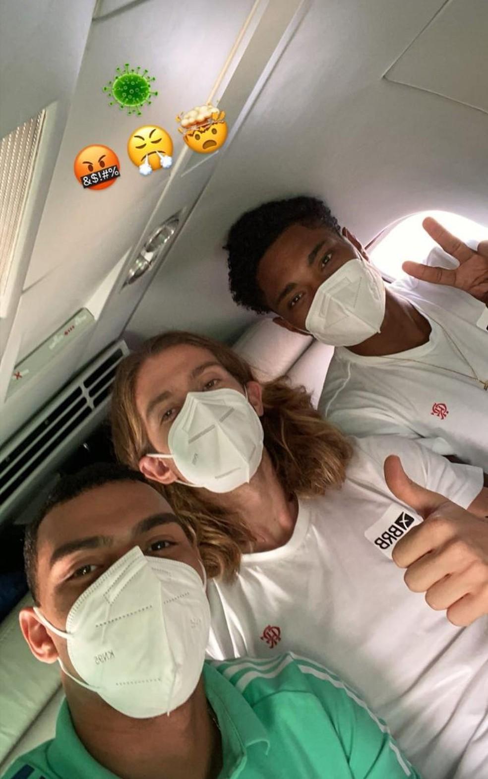 Jogadores do Flamengo (acima) estão com Covid-19-Foto: Reprodução