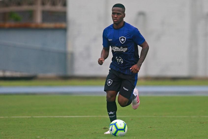 Jogador do Botafogo é acusado de violência de gênero  - Imagem 1