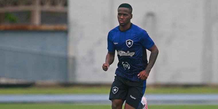 Jogador do Botafogo é acusado de violência de gênero