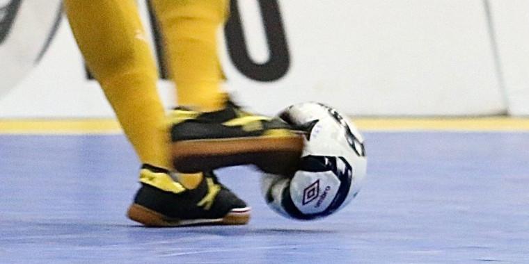 Chute em bola de futsal atinge os 114km/h e impressiona