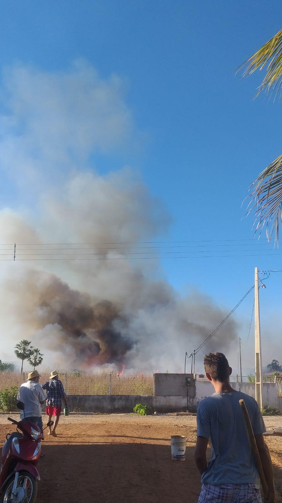 Incêndio ameaça atingir casas e é controlado por moradores em Picos - Imagem 2