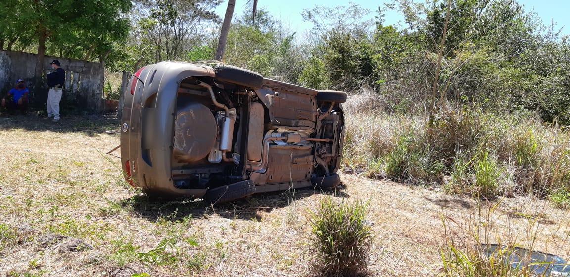 Mulher morre após capotar veículo na BR-343 em TeresinaMulher morre após capotar veículo na BR-343 em Teresina