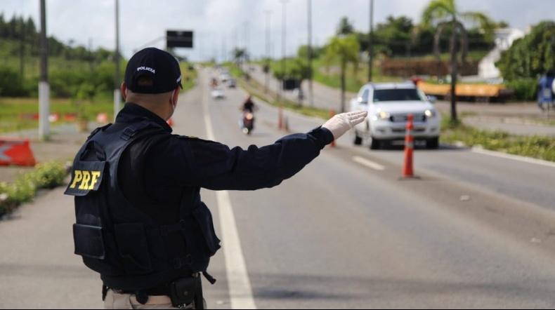 PRF resgatou a criança após o pai fugir do cerco policial - Foto: Divulgação/PRF