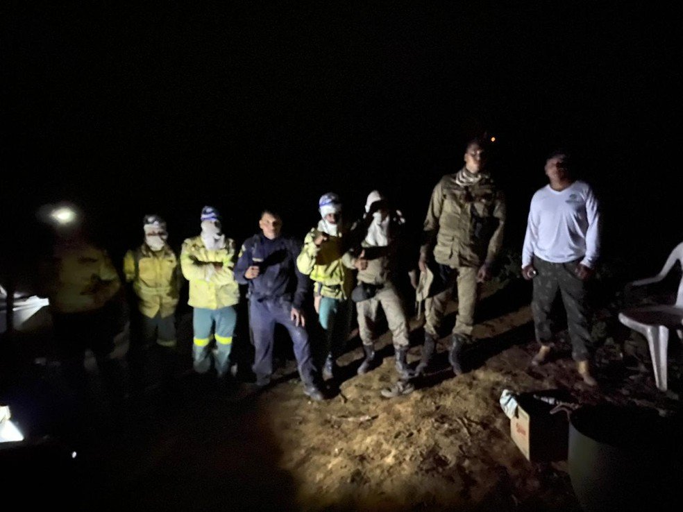 Equipe resgatou família — Foto: Divulgação