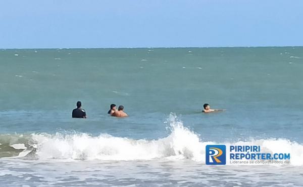 Turistas ignoram recomendação em Luís Correia / Crédito: Piripiri Repórter
