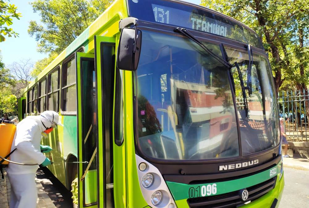 Ações de sanitização em ônibus e espaços públicos seguem em Teresina