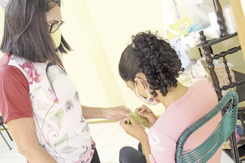 Jovens aprendem a ser mães através de atividades - Foto: José Alves Filho