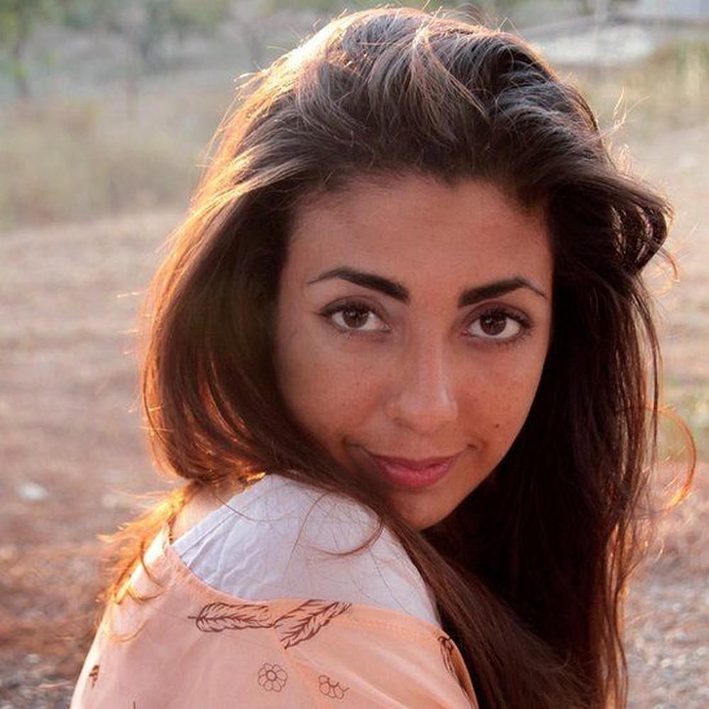 """Paola Betancourt passou um ano sem comprar coisas que definiu como """"não essenciais"""" — Foto: Arquivo Pessoal por BBC"""