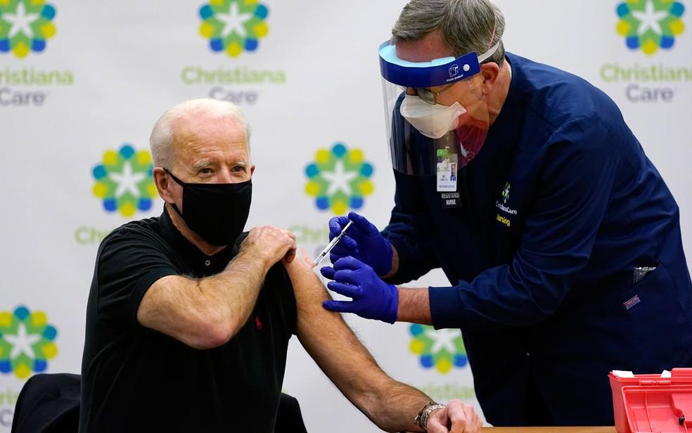 Joe Biden, recebe sua segunda dose de vacina contra o coronavírus Foto: AP Photo/Susan Walsh