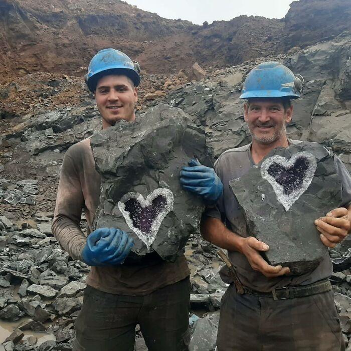Mineradores uruguaios acham ametista em formato perfeito de coração - Fonte: Uruguay Minerals/Reprodução