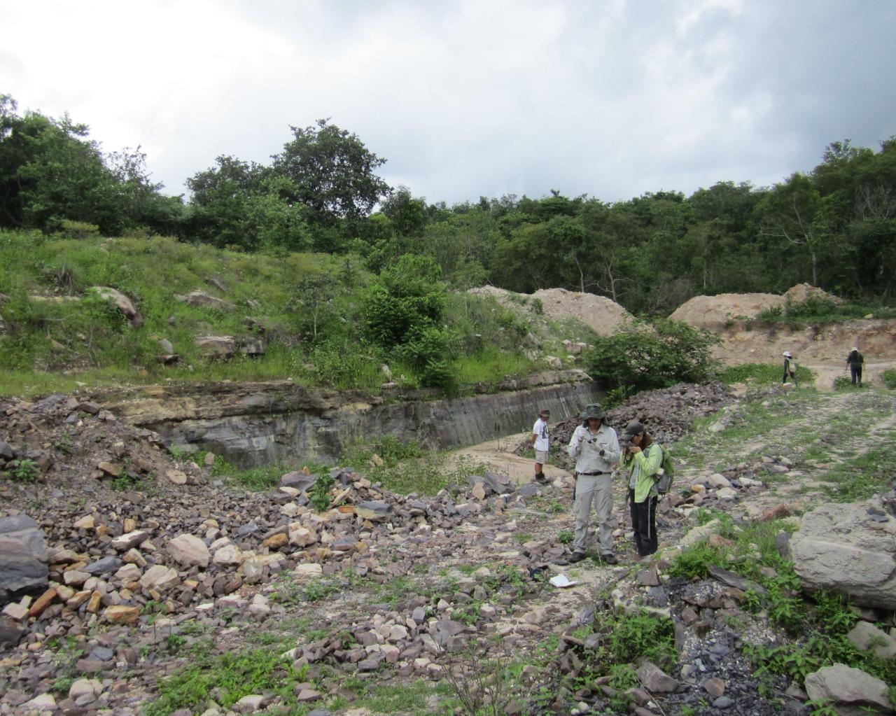 Paleontólogos na pedreira em Nazária-Pi