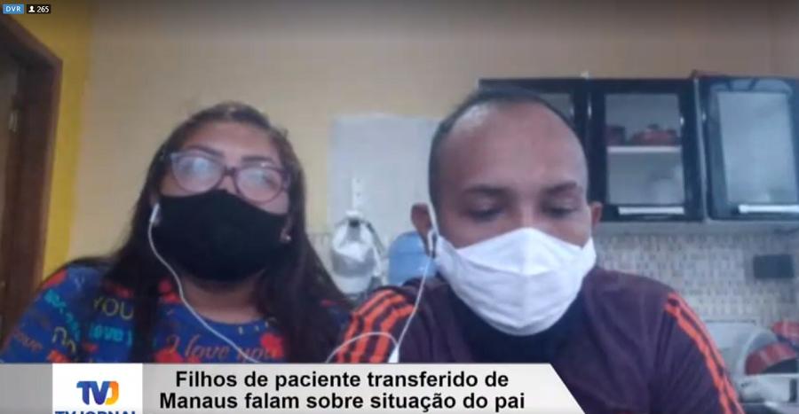 Girlene e Alessandro dos Santos recebem mensagens sobre o estado de saúde do pai através de grupo de rede social