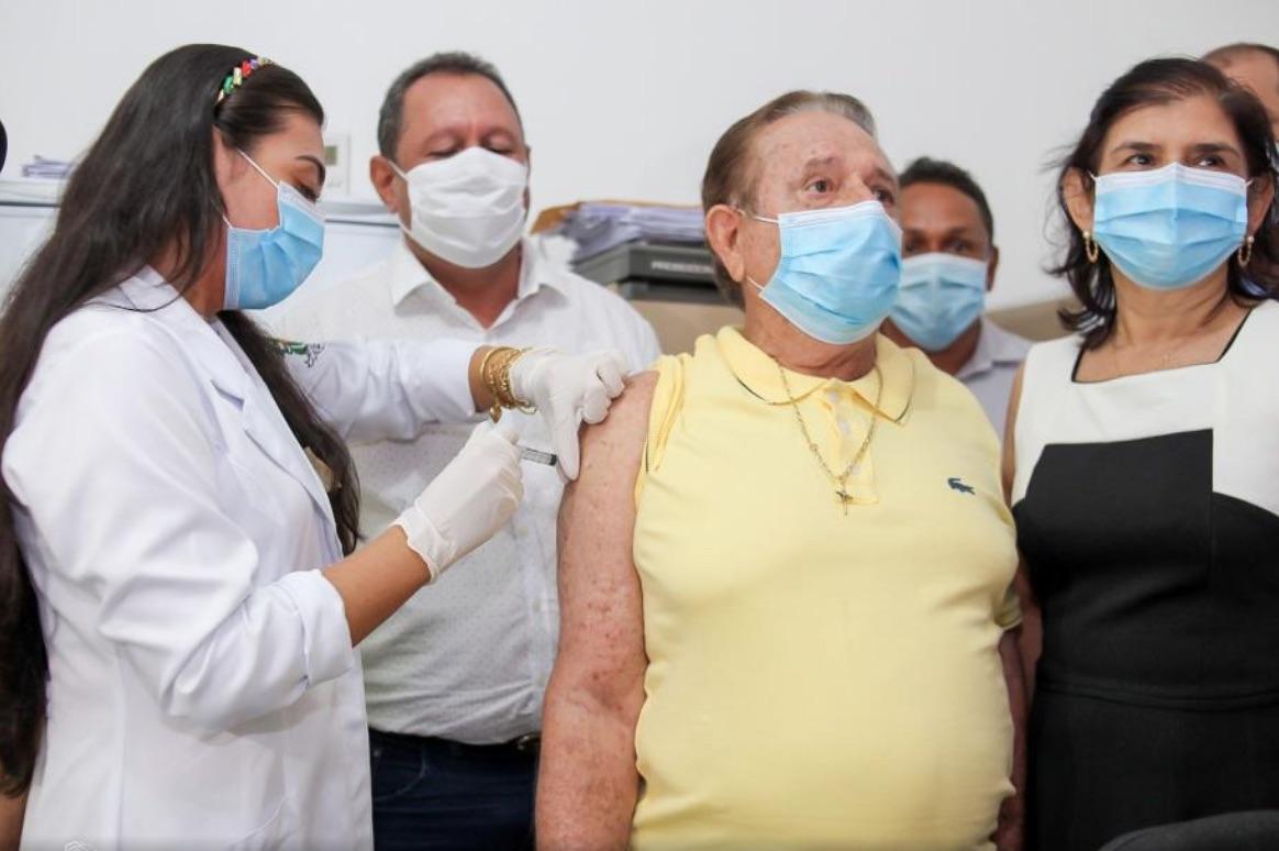 Prefeito de Uruçuí foi o primeiro a tomar a vacina na cidade - Foto: Portal B1