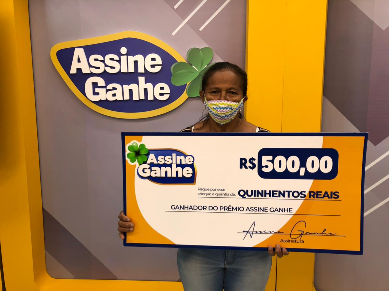 Vendedora de lanches recebeu prêmio na sede do GMNC