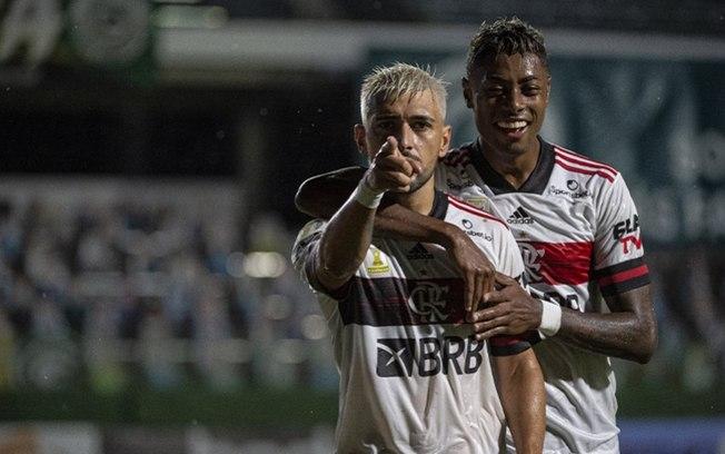 Foto: Matheus Dantas/Flamengo vence o Goiás, alivia a pressão e diminui distância para o líder