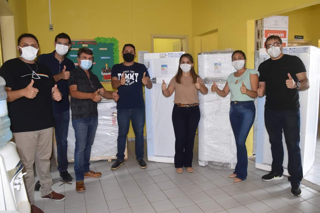 Prefeito João Luiz faz entrega de fardamento para profissionais da saúde e materiais para a vacinação contra a Covid-19 - Imagem 10